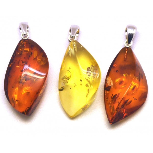 3 Baltic amber pendants - AP1384