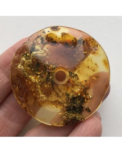 Large glittering amber amulet 11g