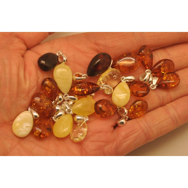 Amber pendants | Lot of 20 Baltic amber drop pendants