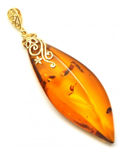 Big cognac Baltic amber 14 carat gold pendant