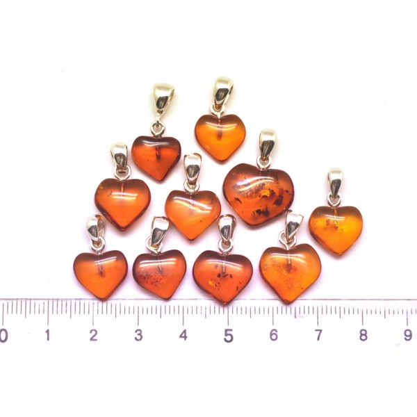 Amber pendants | Lot of 10 cognac Baltic amber heart shape pendants