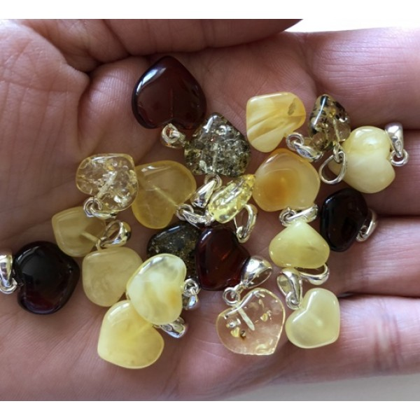 Amber pendants | 20 pcs. Baltic amber heart shape pendants