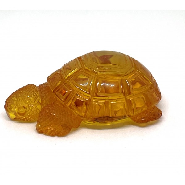 Hand carved amber figure of turtle 12,5 g. -