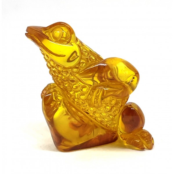 Hand carved Baltic amber figure of frog 12 g -