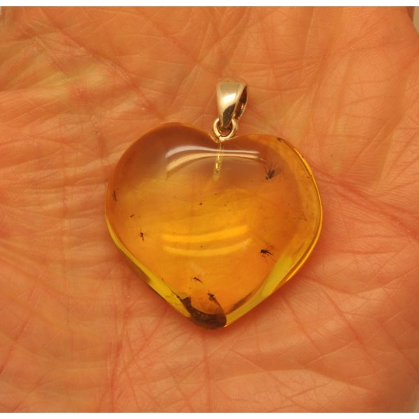 Heart shape Baltic amber pendant with insects-AI0878
